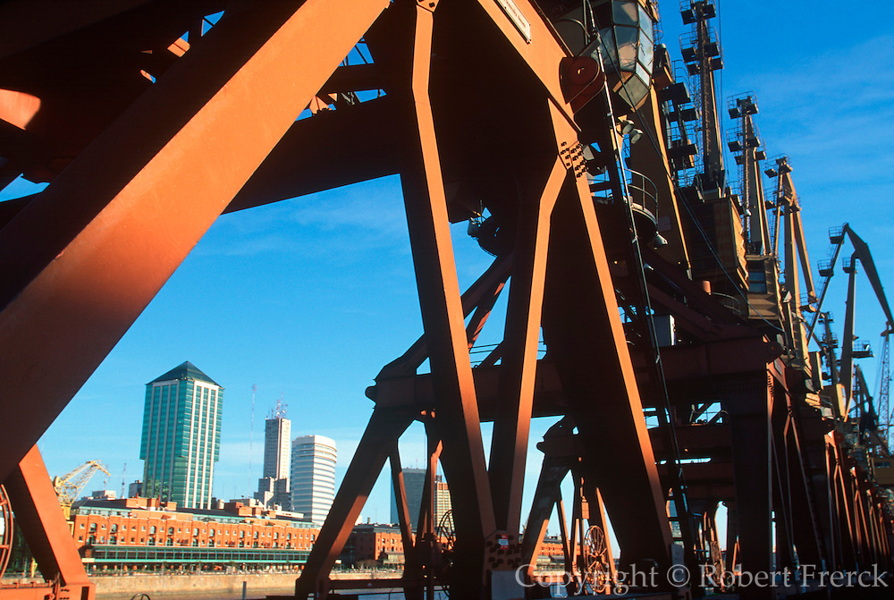 ARGENTINA, BUENOS AIRES Puerto Madero, waterfront area