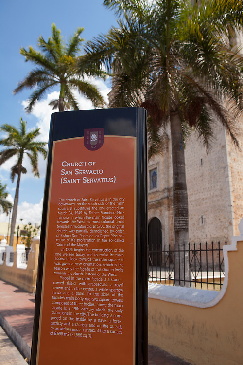 A sign explaining the history of the Iglesia de San Servacio. The church is on the south edge of the Parque Francisco Canton, Valladolid, Mexico