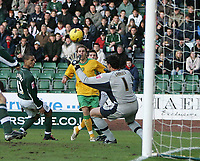 Photo: Lee Earle.<br /> Plymouth Argyle v Norwich City. Coca Cola Championship.<br /> 14/01/2006. Norwich's Darren Huckerby (C) scores the equalising goal.