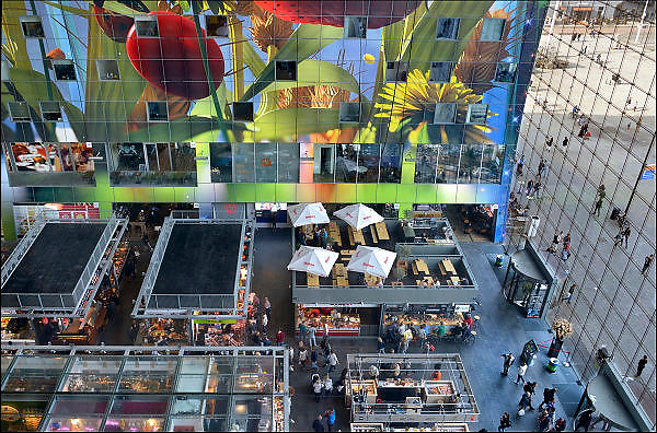 Nederland, the Netherlands, Rotterdam 20-9-2015 In de overdekte markthal kun je veel verschillende culinaire producten kopen en eten. De exotische producten en retsaurants vormen een speeltuin voor de liefhebber van lekker eten. Kleurrijk interieur van de Markthal in Rotterdam, de eerste overdekte marktvloer van Nederland. De markthal is tot winnaar uitgeroepen tijdens de Dag van de Projectontwikkeling. Colorful interior of artistic market hall, winner of various international architecture awards 2015. The artwork on the ceiling, 11,000 m2, is by Arno Coenen. The building is designed by Winy Maas. The city Rotterdam was recently named by the New York Times and travel guide Rough Guide to a mustsee destination. Architect firm MVRDV FOTO: FLIP FRANSSEN/ HH