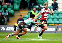 Ollie Thorley of Gloucester Rugby goes past Marcus Smith of Harlequins - Mandatory by-line: Robbie Stephenson/JMP - 28/07/2017 - RUGBY - Franklin's Gardens - Northampton, England - Harlequins v Gloucester Rugby - Singha Premiership Rugby 7s
