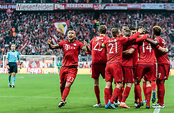 03.05.2016, Allianz Arena, Muenchen, GER, UEFA CL, FC Bayern Muenchen vs Atletico Madrid, Halbfinale, Rueckspiel, im Bild Arturo Vidal (FC Bayern Muenchen) jubelt mit seinen Mitspielern // Arturo Vidal (FC Bayern Muenchen) celebrate with his Teammates during the UEFA Champions League semi Final, 2nd Leg match between FC Bayern Munich and Atletico Madrid at the Allianz Arena in Muenchen, Germany on 2016/05/03. EXPA Pictures © 2016, PhotoCredit: EXPA/ JFK