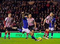 20111226: LONDON, UK - Barclays Premier League 2011/2012: Sunderland vs Everton.<br /> In photo: Leighton Baines of Everton FC (C) scores his side's first goal from the penalty spot.<br /> PHOTO: CITYFILES