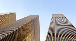 THEMENBILD - New York City ist mit mehr als 5000 Gebäuden mit mehr als zwoelf Etagen eine Stadt der Hochhaeuser und Wolkenkratzer, im Bild zwei Hochhaeuser in der 6th Avenue, Aufgenommen am 08. August 2016 // New York City is with over 5000 buildings with more than 12 floors a city of skyscrapers. This picture shows two skyscrapers in the Sixth Avenue, New York City, United States on 2016/08/08. EXPA Pictures © 2016, PhotoCredit: EXPA/ Sebastian Pucher