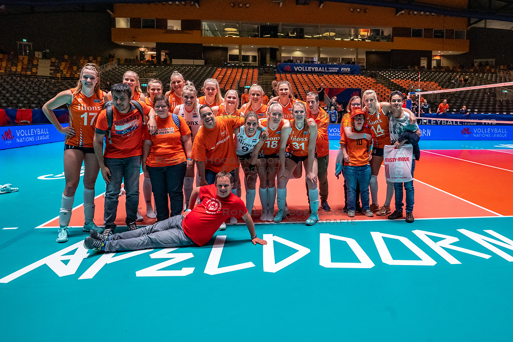 28-05-2019 NED: Volleyball Nations League Netherlands - Brazil, Apeldoorn<br /> <br /> Team NL and G Team