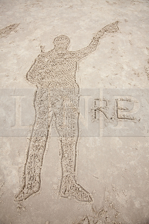 @Licensed to London News Pictures 11/11/2018. Folkestone, Kent. Members of the public are invited to create sand silhouettes of soldiers in memory of loved ones on Sunny Sands in Folkestone today. Hollywood director Danny Boyle has curated huge images on 32 beaches across the nation to mark the centenary of the World War One Armistice. Photo credit: Manu Palomeque/LNP