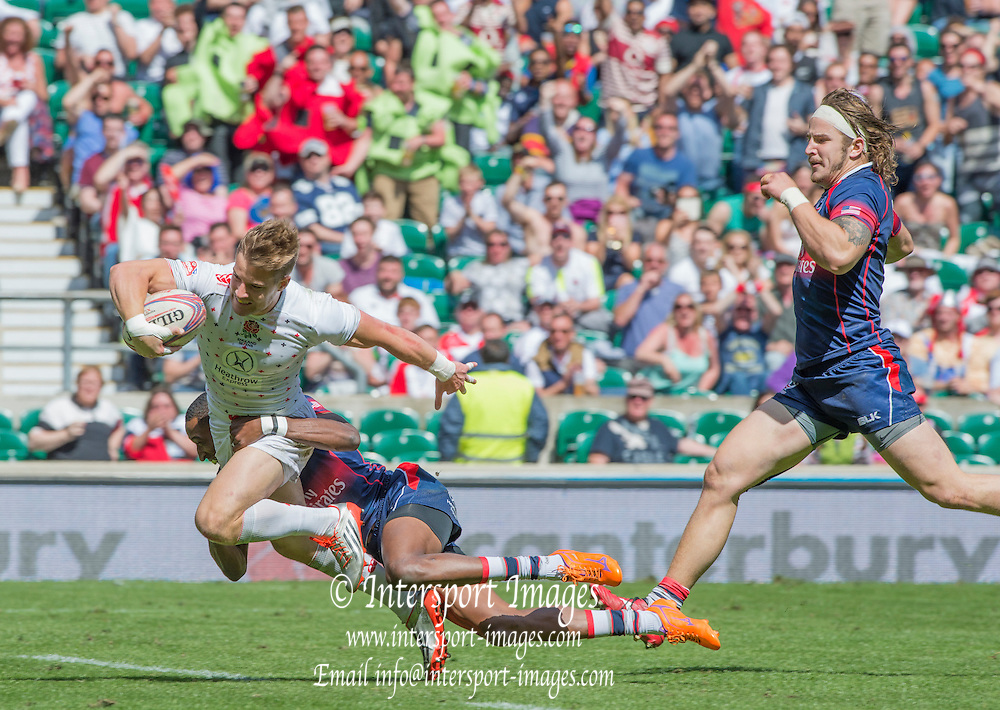 Twickenham, Great Britain,  Tom MITCHELL heading for the try line, Perry BAKER tackling and Garrett BENDER supporting, during the  USA vs England, Cup, Semi final, match. Marriott London Sevens played at the  RFU Stadium, Twickenham, ENGLAND. Sunday 17.05.2015<br /> [Mandatory Credit; Peter Spurrier/Intersport-images]