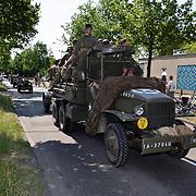 NLD/Huizen/20080510 - Bevrijdingstocht 2008 van oude legervoertuigen door het Gooi