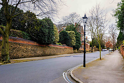 A cast iron street light with a gas lantern in Park Drive in Nottingham's Park Estate. This is the largest surviving gas lit area in Europe.<br /> <br /> (c) Andrew Wilson   Edinburgh Elite media
