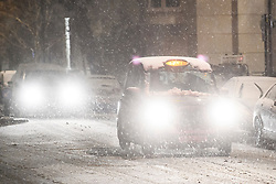 © Licensed to London News Pictures. 01/02/2019. London, UK. A black cab navigates through heavy snowfall in Maida Vale, West London as large parts of the UK are deluged with snow and freeing temperatures. Photo credit: Ben Cawthra/LNP