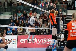 20180331 NED: Eredivisie Sliedrecht Sport - Regio Zwolle, Sliedrecht <br />Esther Hullegie (3) of Sliedrecht Sport, Maureen van der Woude (8) of Regio Zwolle <br />©2018-FotoHoogendoorn.nl / Pim Waslander