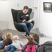 NLD/Baarn/20171010 - Laurentien aanwezig bij Dag van de Duurzaamheid, Gregor Salto leest voor