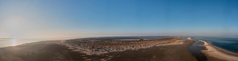 Nederland, Noord-Holland, Texel, 30-03-2021; De Hors<br /> De Hors voormalige zandplaat, nu onderdeel van Nationaal Park Duinen van Texel. Zicht op de Horsmeertjes (verdronken duinvalleien). <br /> De Hors former sandbank, now part of National Park Dunes of Texel.<br /> drone-opname (luchtopname, toeslag op standaard tarieven);<br /> drone recording (aerial, additional fee required);<br /> copyright foto/photo © 2021 Siebe Swart