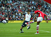 Photo: Chris Ratcliffe.<br />Charlton Athletic v Tottenham Hotspur. The Barclays Premiership. 01/10/2005.<br />Darreb Bent curls in his second goal as Paul Stalteri cannot stop him
