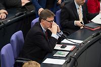 22 FEB 2013, BERLIN/GERMANY:<br /> Michael Grosse-Broemer, MdB, CDU, 1. Parl. Geschaeftsfuehrer CDU/CSU Fraktion, telefoniert, Bundestagsdebatte zum Verbraucherschutz, Plenum, Deutscher Bundestag<br /> IMAGE: 20130222-01-01<br /> KEYWORDS: Michael Grosse-Brömer