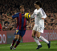 Fotball<br /> Primera Division Spania 2004/05<br /> Barcelona v Real Madrid<br /> 20. november 2004<br /> Foto: Digitalsport<br /> NORWAY ONLY<br /> DECO og SOLARI