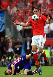 Ivica Olic of Croatia and Emanuel Pogatetz of Austria during the UEFA EURO 2008 Group B soccer match between Austria and Croatia at Ernst-Happel Stadium, on June 8,2008, in Vienna, Austria.  (Photo by Vid Ponikvar / Sportal Images)