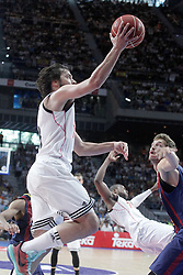 21.06.2015, Palacio de los Deportes, Madrid, ESP, Liga Endesa, Real Madrid vs Barcelona, Finale, 2. Spiel, im Bild Real Madrid's Sergio Llull (l) and FC Barcelona's Tibor Pleiss // during the second match of Liga Endesa final's between Real Madrid vs Barcelona at the Palacio de los Deportes in Madrid, Spain on 2015/06/21. EXPA Pictures © 2015, PhotoCredit: EXPA/ Alterphotos/ Acero<br /> <br /> *****ATTENTION - OUT of ESP, SUI*****