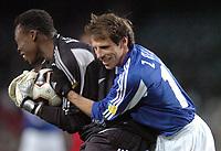 Fotball<br /> Veldedighetskamp for ofrene etter tsunamien i Asia<br /> Football for hope<br /> 15. februar 2005<br /> Nou Camp - Barcelona<br /> Foto: Digitalsport<br /> NORWAY ONLY<br /> GIANFRANCO ZOLA(CHE) / IDRISS KAMENI (RON