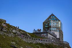 THEMENBILD - Die Pasterze ist mit etwas mehr als 8 km Länge der größte Gletscher Österreichs und der längste der Ostalpen. Seit 1856 hat ihre Fläche von damals über 30 km² um beinahe die Hälfte abgenommen. Hier im Bild Wilhelm-Swarovski-Beobachtungswarte. Heiligenblut, Österreich am Freitag 21. August 2020 // With a length of just over 8 km, the Pasterze is the largest glacier in Austria and the longest in the Eastern Alps. Since 1856, its area has decreased by almost half from then 30 km². Picture shows Wilhelm Swarovski observatory. Heiligenblut, Austria on Friday August 21, 2020. EXPA Pictures © 2020, PhotoCredit: EXPA/ Johann Groder