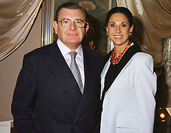 MR & MRS GERALD RONSON at an antiques fair in London on 9th June 1999.<br /> MSY 41