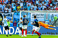 VM fotball 2018: Frankrike - Argentina. Frankrikes Benjamin Pavard scorer 2-2 i VM-kampen i fotball mellom Frankrike og Argentina på Kazan Arena. Målet blir av FIFA kåret til det vakreste målet i VM 2018.<br /> <br /> France's Benjamin Pavard scores what became the best goal of the FIFA World Cup 2018, the 2-2 goal against Argentina.
