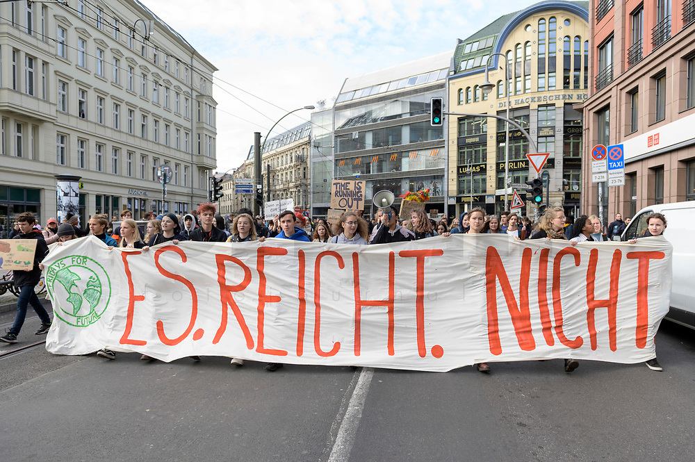 11 OCT 2019, BERLIN/GERMANY:<br /> Jugendliche demonstrieren mit einem Demonstrationszug von Fridays for Future fuer wirkungsvolle Massnahmen gegen den Klimawandel, Hackescher Markt, Mitte, grauer Sweater / Brille: Franziska Wessel, Klimaaktivistin, Fridays for Future<br /> IMAGE: 20191011-01-021<br /> KEYWORDS: Demonstration, Demo, Demonstranten, Klima, Klimawandel, climate change, protest, Schueler, Schüker, Studenten, Protest