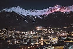THEMENBILD - Feurewerk während dem Jahreswechsel über Innsbruck und der Nordkette, aufgenommen am 01. Januar 2021 in Innsbruck, Oesterreich // Fireworks light the sky during the New Year celebrations over the alps mountains massif 'Nordkette' in Innsbruck, Austria on 2021/01/01. EXPA Pictures © 2021, PhotoCredit: EXPA/ JFK