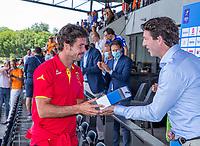 AMSTELVEEN - De Spanjaard Pau Quemada , speler van het toernooi met Tom van Kuyk (Rabo)  EK hockey, finale Nederland-Duitsland 2-2. mannen.  Nederland wint de shoot outs en is Europees Kampioen.  COPYRIGHT KOEN SUYK