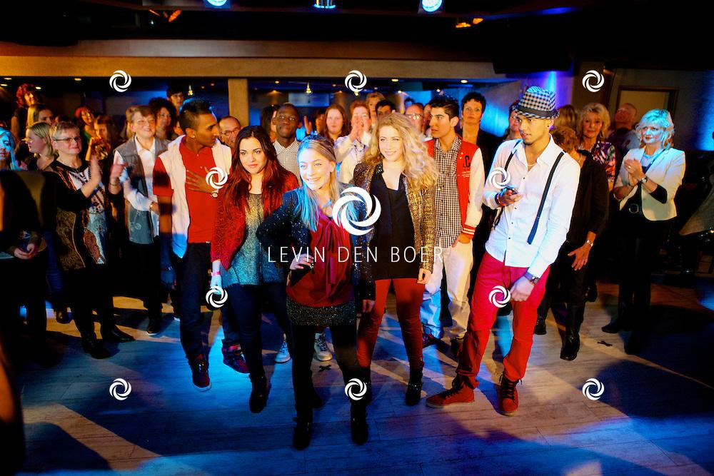 HAPS - In Bar Dancing Fantasy zijn de tv opnames van Brabant Toppers geweest. Diversen Nederlandstalige artiesten traden op voor dit tv programma. Met op de foto  L.A.S + Young Smoothies. FOTO LEVIN DEN BOER - PERSFOTO.NU