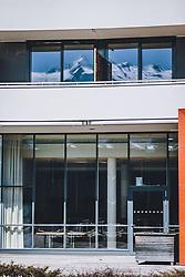 01.04.2020, Kaprun, AUT, Coronavirus in Österreich, im Bild das Kitzsteinhorn spiegelt sich in Fenster eines Hotelzimmers in der Tauern Spa während der Coronavirus Pandemie // the Kitzsteinhorn is reflected in windows of a hotel room in the Tauern Spa during the World Wide Coronavirus Pandemic in Kaprun, Austria on 2020/04/01. EXPA Pictures © 2020, PhotoCredit: EXPA/ JFK