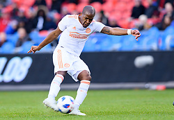 October 28, 2018 - Toronto, ON, U.S. - TORONTO, ON - OCTOBER 28: Darlington Nagbe (6) of Atlanta United FC shoots the ball during the first half of the MLS Decision Day match between Toronto FC and Atlanta United FC on October 28, 2018, at BMO Field in Toronto, ON, Canada. (Photograph by Julian Avram/Icon Sportswire) (Credit Image: © Julian Avram/Icon SMI via ZUMA Press)
