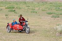 Mongolie. Province de Tov. Famille sur un side-car. // Mongolia. Tov province.   Family on the side-car motorcycle.
