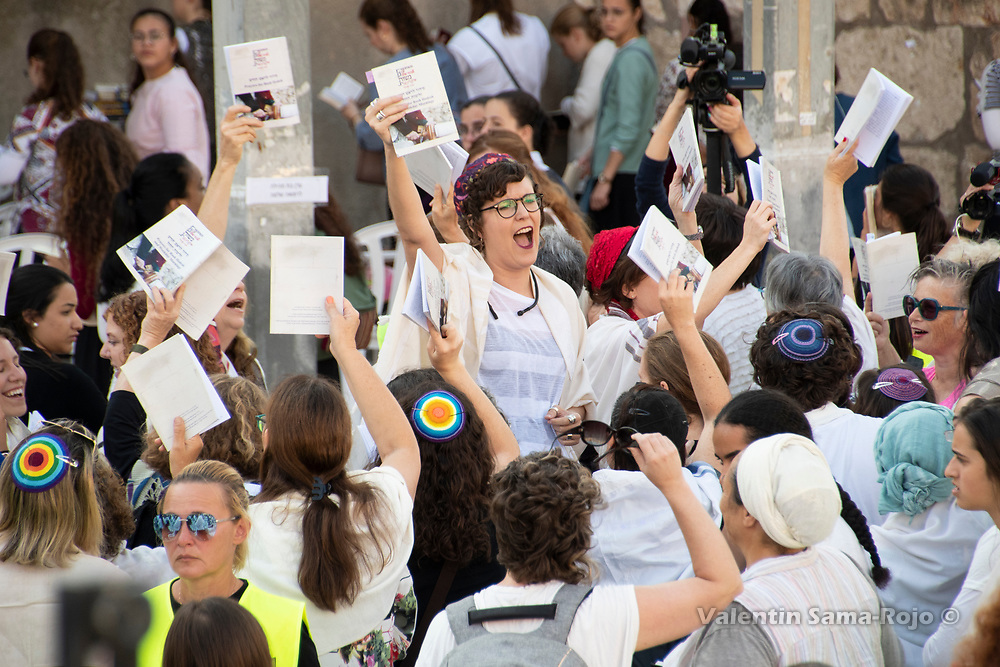 Jerusalem, Israel. 1st September, 2019. Dana Sharon leading the prayer of the Women of the Wall the first day of Elul at the Western Wall. © Valentin Sama-Rojo