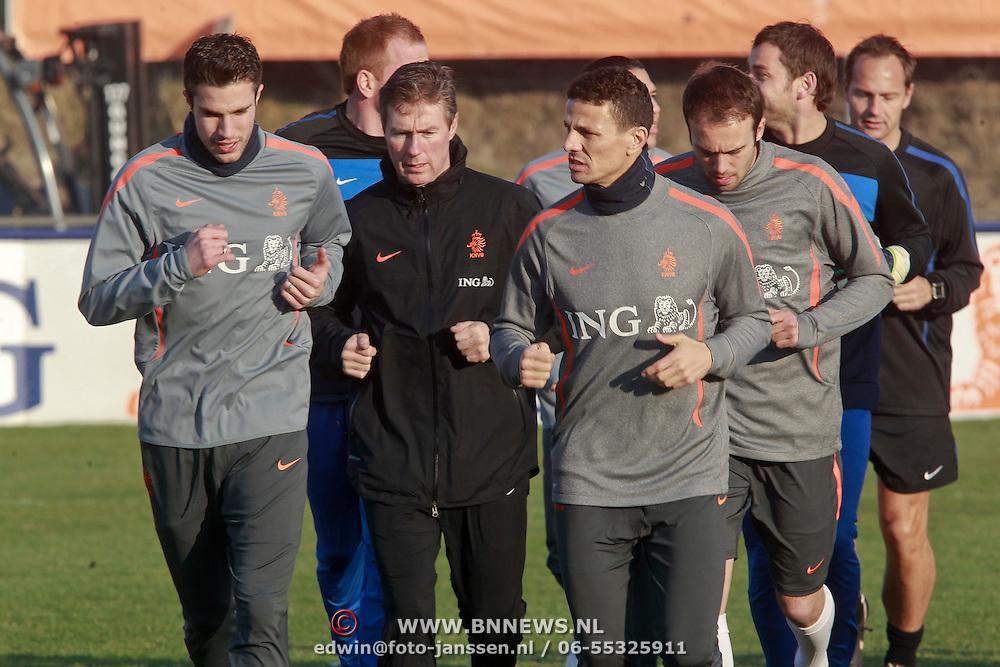 NLD/Katwijk/20110321 - Training Nederlandse Elftal Hongarije - NLD, warming up, Robin van Persie, Klahlid Boularouz,