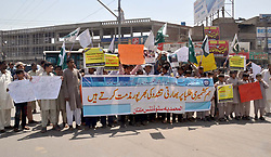 May 4, 2017 - Pakistan - MULTAN, PAKISTAN, MAY 04: Students are holding protest demonstration against Indian .violence and torture on Kashmiri students, at Chowk Nawan Shehr under the umbrella of Al-.Muhammadia Students Organization in Multan on Thursday, May 04, 2017. (Credit Image: © PPI via ZUMA Wire)
