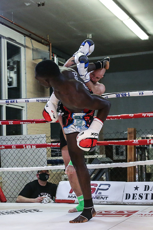 Muay Thai: Day of Destruction XIV, Hamburg, 12.12.2020<br /> IMC-Weltmeisterschaft: Gerardo Coco Atti (GER / TOG) - Kim Jensen (DEN)<br /> © Torsten Helmke