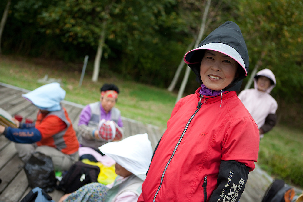 Korean woman labourers resting in park / Jeongdongjin, South Korea, Republic of Korea, KOR, 07 October 2009.