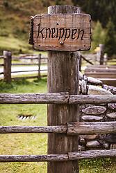 THEMENBILD - Holzschild mit der Aufschrift Kneippen auf der Palfner Alm, aufgenommen am 09. Spetember 2018 in Rauris, Österreich // Wooden sign with the inscription Kneippen at the Palfner Alm, Rauris, Austria on 2018/09/09. EXPA Pictures © 2018, PhotoCredit: EXPA/ JFK