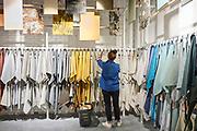 Nieuwe Kwantum winkel aan de Ferdinand Bolstraat 116H in Amsterdam. 18 mei 2021