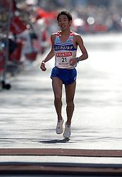 15-04-2007 ATLETIEK: FORTIS MARATHON: ROTTERDAM<br /> In Rotterdam werd zondag de 27e editie van de Marathon gehouden. De marathon werd rond de klok van 2 stilgelegd wegens de hitte en het grote aantal uitvallers / Takayuki Matsumiya JAP finished als tweede in 2:10:03 <br /> ©2007-WWW.FOTOHOOGENDOORN.NL