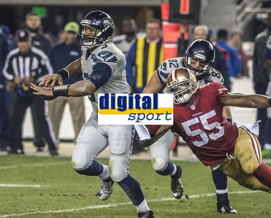 National Footbal League NFL USA<br /> 27.11.2014<br /> Foto: imago/Digitalsport<br /> NORWAY ONLY<br /> <br /> Seattle Seahawks quarterback Russell Wilson (3) gets away from San Francisco 49ers outside linebacker Ahmad Brooks (55) on Thursday, November 27, 2014, at Levis Stadium in Santa Clara, California. The Seahawks defeated the 49ers 19-3