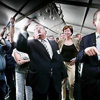 Belgie,Brussel ,7 juni 2007..Yves Leterme (r) premier van Vlaanderen en voorman van de Christen Democraten in een onderonsje met Jean-Luc Dehaene, lid van het Europese Parlement en burgemeester van Vilvoorde tijdens de Nederlandse Brabantdag op de Place Luxembourg in Brussel...Brussels, 7June 2007. Meeting European politicians in Brussels. Yves Leterme (r), Jean-Luc Dehaene (m).