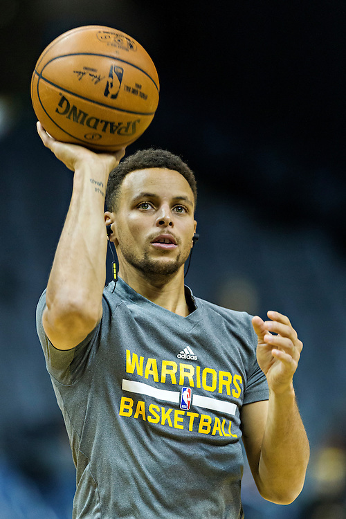MEMPHIS, TN - DECEMBER 10:  Stephen Curry #30 of the Golden State Warriors warming up before a game against the Memphis Grizzlies at the FedExForum on December 10, 2016 in Memphis, Tennessee.  The Grizzlies defeated the Warriors 110-89.  NOTE TO USER: User expressly acknowledges and agrees that, by downloading and or using this photograph, User is consenting to the terms and conditions of the Getty Images License Agreement.  (Photo by Wesley Hitt/Getty Images) *** Local Caption *** Stephen Curry