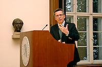 """10 SEP 2007, BERLIN/GERMANY:<br /> Thomas de Maiziere, CDU, Kanzleramtsminister, waehrend einer oeffentlichen Plenarveranstaltung zum Thema """"Rethorilk und Politik"""", Senatssaal, Humbold Universitaet<br /> IMAGE: 20070910-02-014<br /> KEYWORDS: Thomas de Mauzière"""