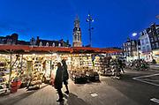 Nederland, Amsterdam, 25-3-2019 Bloemenkraam op de bloemenmarkt op het Singel . Foto: Flip Franssen