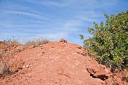 Miniera Montecatini di San Giovanni Rotondo<br /> Nel territorio del Comune di San Giovanni Rotondo, in località Quadrone si trova un complesso di archeologia industriale e mineraria che è quello della miniera di bauxite, i cui giacimenti, risalenti al Cretaceo superiore ed inglobati nella roccia calcarea, furono sfruttati dalla Società Montecatini dal 1937 al 1973.<br /> Il sito si raggiunge dalla cittadina garganica percorrendo la SP 45 bis per Foggia fino al km 10, poi si svolta a destra e si percorre una strada fiancheggiata da eucalipti la quale conduce presso gli edifici e le strutture industriali abbandonate della miniera.