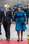 Prinsjesdag 2013 - Aankomst Parlementariërs bij de Ridderzaal op het Binnenhof.<br /> <br /> Op de foto:  Lilianne Ploumen - Minister voor Buitenlandse Handel en Ontwikkelingssamenwerking en partner