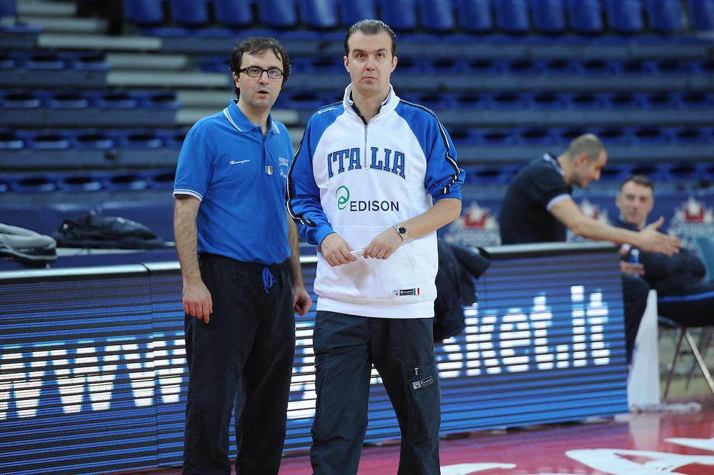 DESCRIZIONE : Pesaro allenamento All star game 2012 <br /> GIOCATORE : Simone Pianigiani Mario Fioretti<br /> CATEGORIA : curiosita fair play<br /> SQUADRA : Italia<br /> EVENTO : All star game 2012<br /> GARA : allenamento Italia<br /> DATA : 09/03/2012<br /> SPORT : Pallacanestro <br /> AUTORE : Agenzia Ciamillo-Castoria/GiulioCiamillo<br /> Galleria : Campionato di basket 2011-2012<br /> Fotonotizia : Pesaro Campionato di Basket 2011-12 allenamento All star game 2012<br /> Predefinita :
