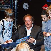 NLD/Amsterdam/20131112 - Presentatie DE Sinterklaasboeken, Ivo Niehe leest voor aan kinderen